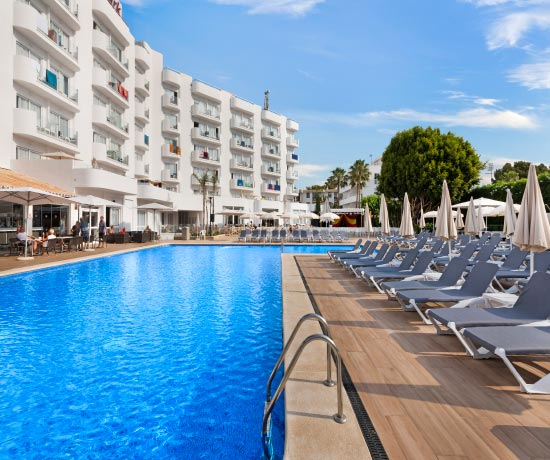 enjoy with your family in the pool of the hotel roc continental park in playa de muro