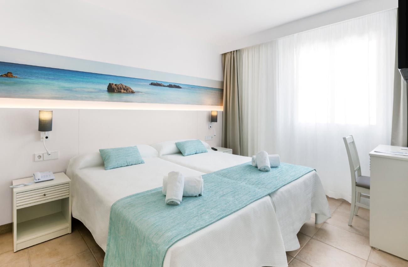 rest in the bedrooms of the hotel roc continental park in playa de muro