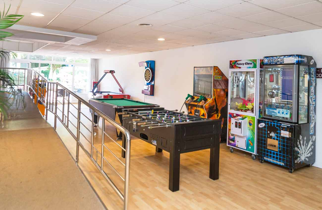 Games room Hotel Roc Flamingo