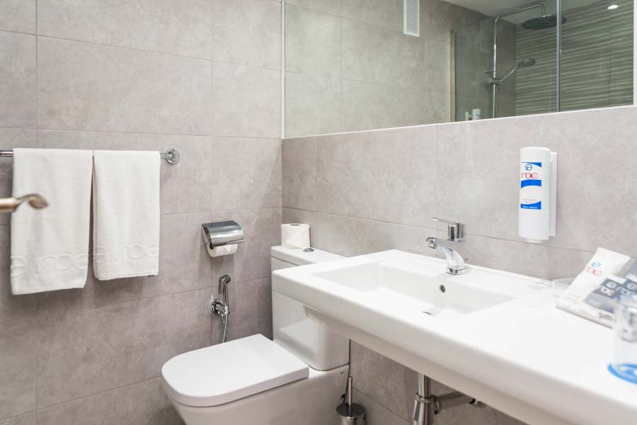 Bathroom Double room for individual use Hotel Roc Flamingo