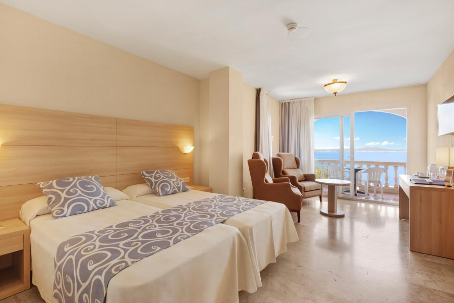 double room with sea views in Illetas