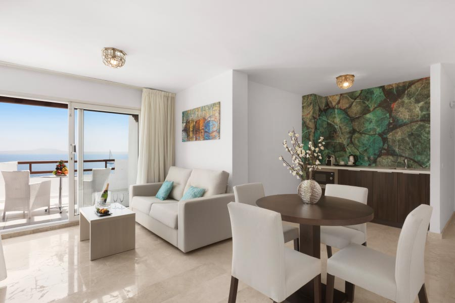 spacious suites in Illetas