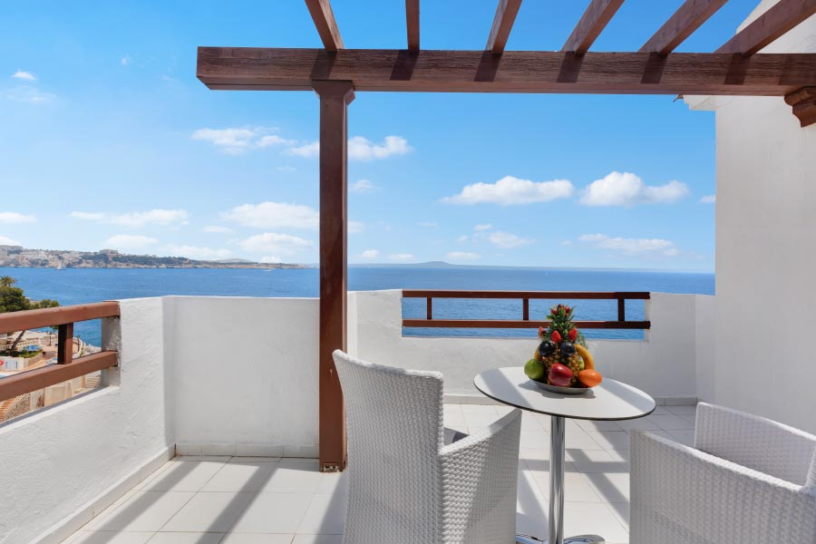Terrace of the one bedroom suites of Roc Illetas
