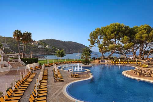 Get to know the Roc Camp de Mar Hotel