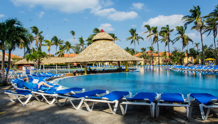Holidays in the swimming pool of the Hotel Roc Arenas Doradas in Varadero