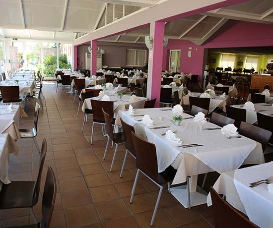 Mediterranean gastronomy in the restaurant of the Roc Cala'n Blanes Beach Club apartments