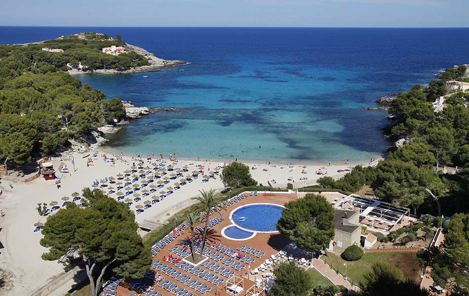 book your holidays at the hotel roc carolina in cala ratjada