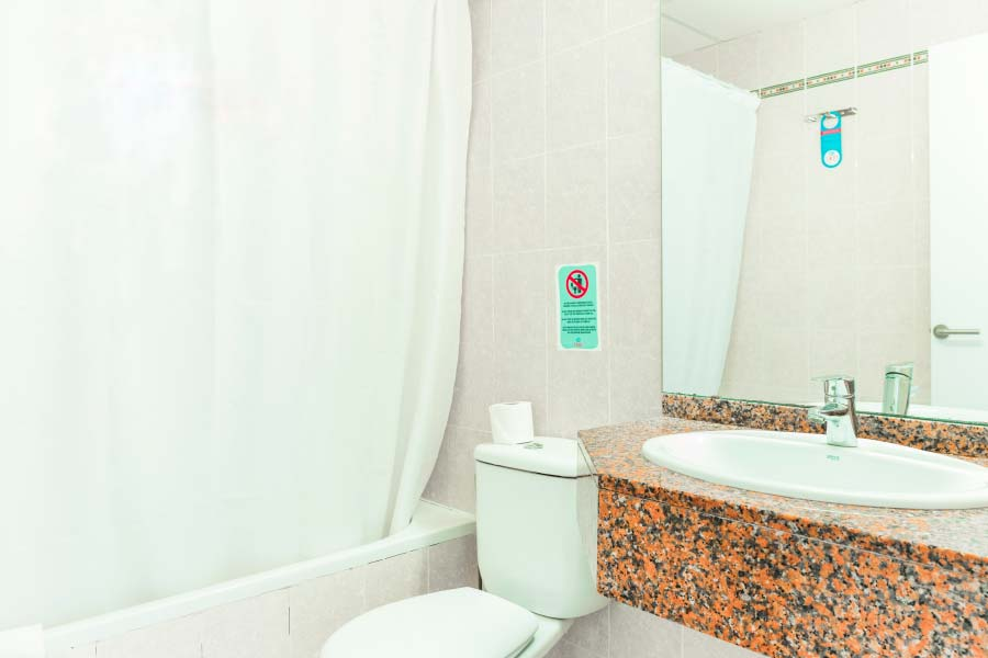 toilet Apartment 2 bedrooms roc lago park