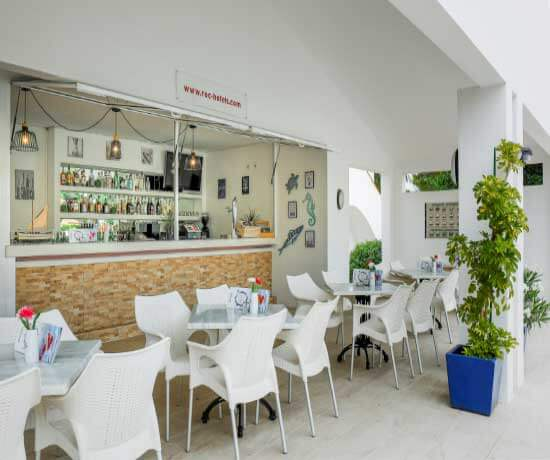 beverages and appetizers at the snack bar of apartments roc lago park in Cala den Bosc