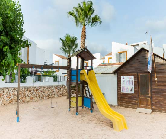 entertainment for the whole family in the apartments roc lago park in Cala den Bosc