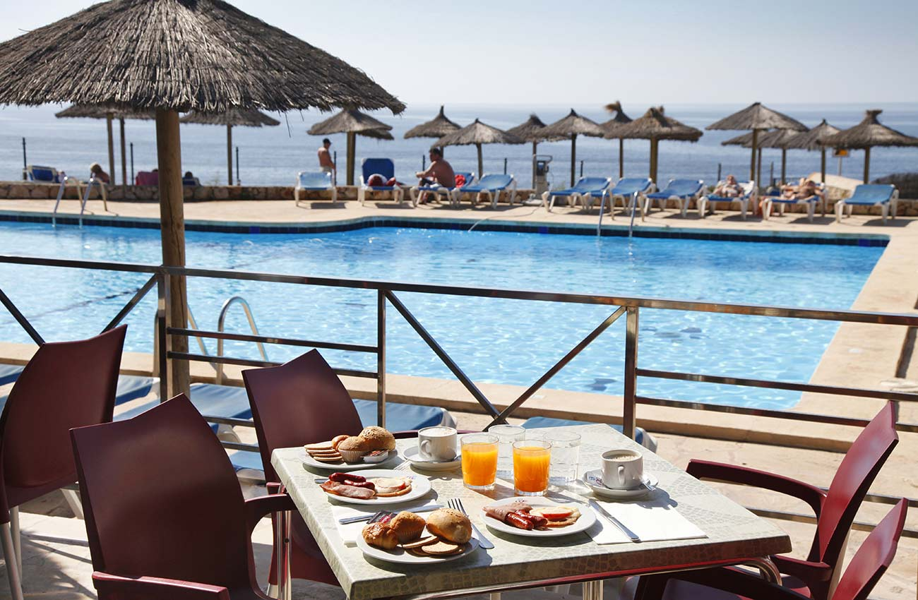 Hotel with breakfast included in Cala d'Or