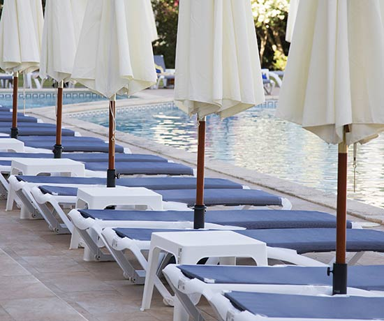 solarium and outdoor swimming pools of the Hotel Roc Leo in Can Pastilla