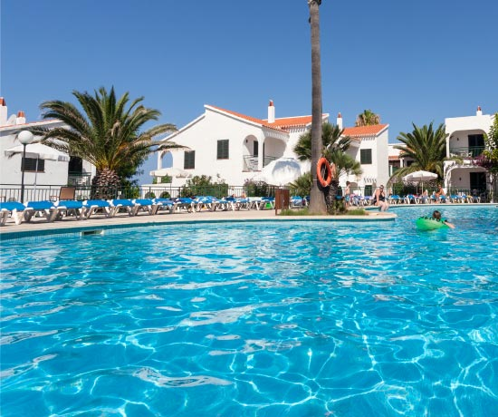 holidays in the swimming pool of the hotel roc oasis park in Ciudadela