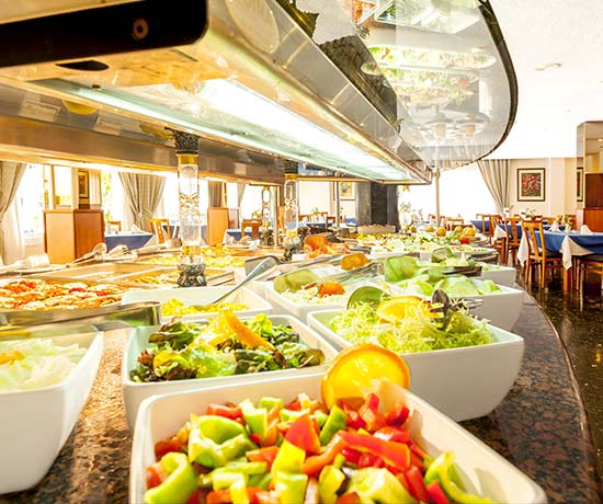 buffet with showkooking at the hotel roc oberoy en paguera