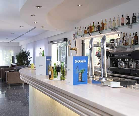 bar for drinks and refreshments in the hotel roc oberoy en paguera
